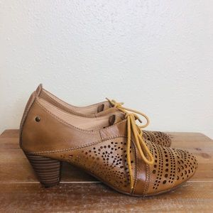 PIKOLINOS  perforated lace up oxford pumps